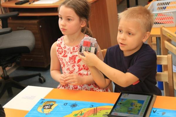 Kullatera lasteaia väikesed robootikud